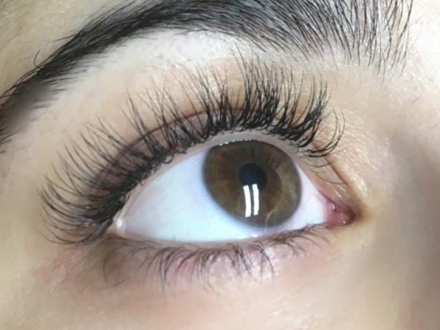 "alt=""Classic individual eyelash extensions"""