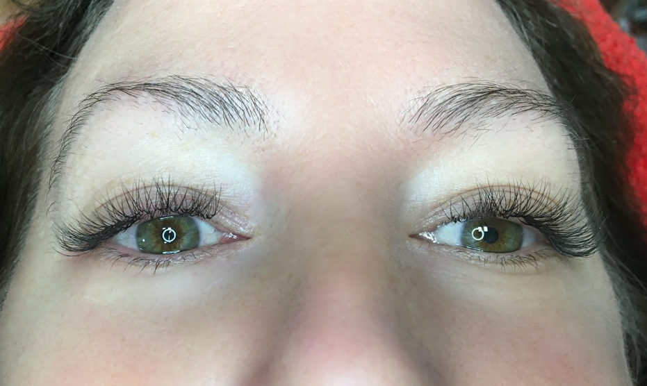 2D Volume Eyelash Extensions