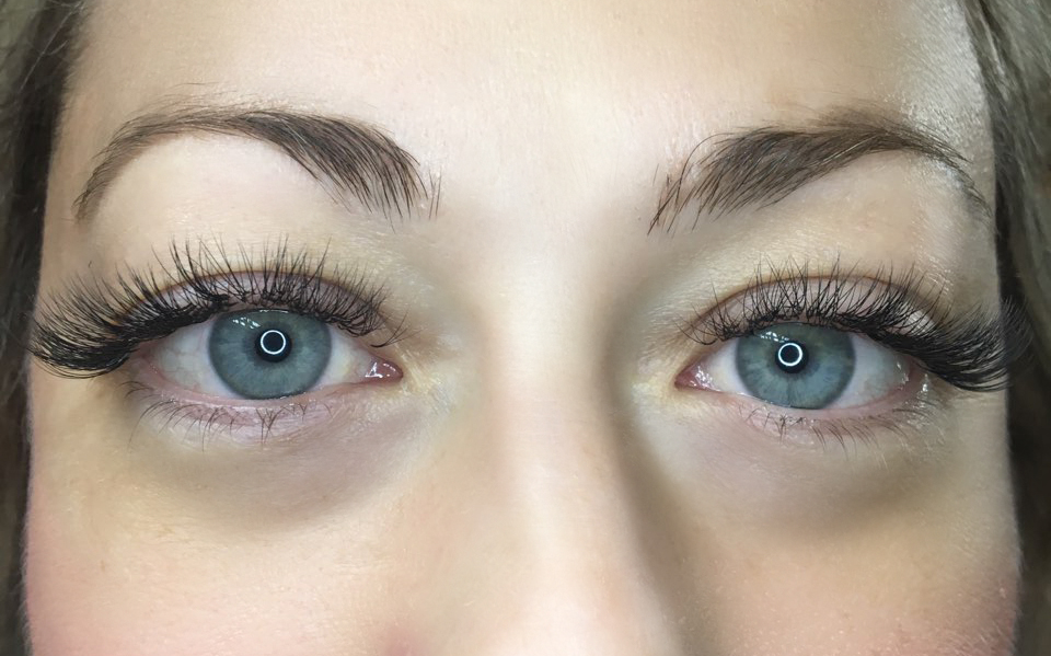 Alt=3D Volume lashes. Front view.