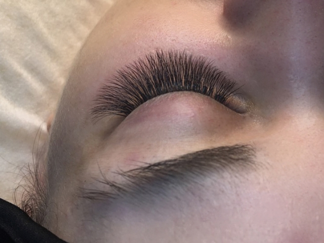 3D volume eyelash extensions. Sofia Lashes.