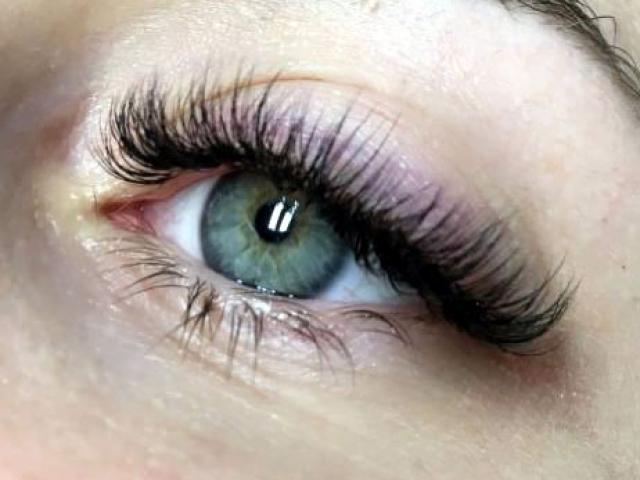"alt=""Hybrid eyelash extensions"""