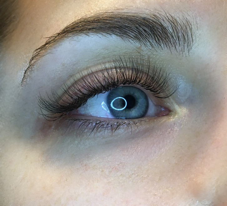 "alt=""Hybrid lashes"
