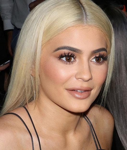 """alt=""""Kylie Jenner-lash extensions"""""""