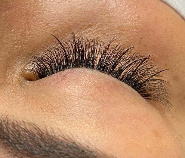 """alt=""""Wispy Hybrid lashes"""""""