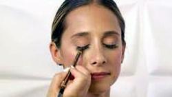 """alt=""""makeup"""""""
